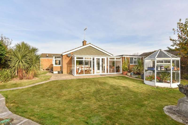 4 Bedrooms Detached Bungalow for sale in Orchard Glade, Headcorn