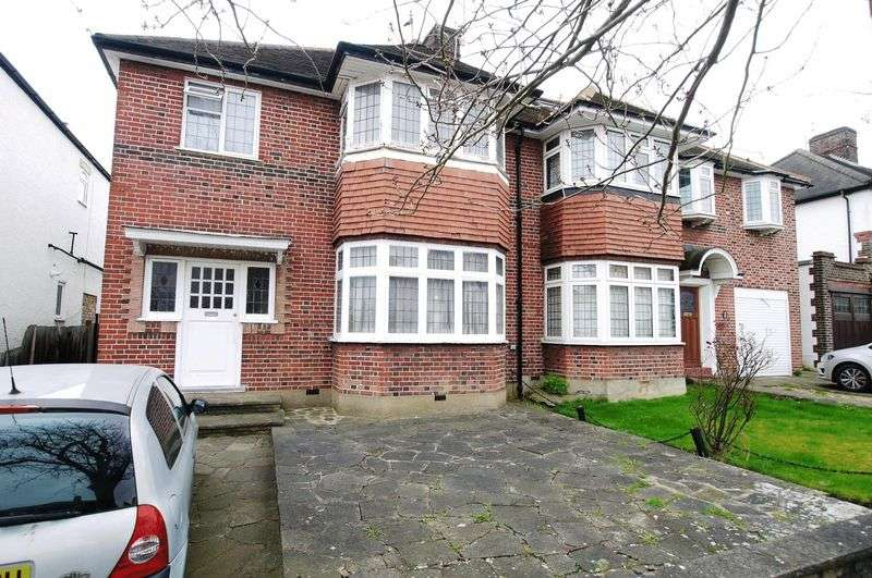 3 Bedrooms Semi Detached House for sale in Wynchgate, Southgate