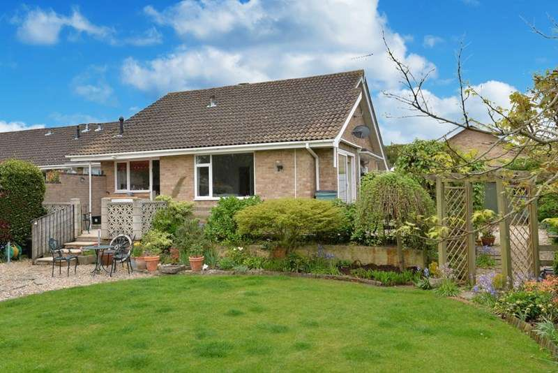 3 Bedrooms Semi Detached Bungalow for sale in Seaway, Barton-On-Sea, New Milton