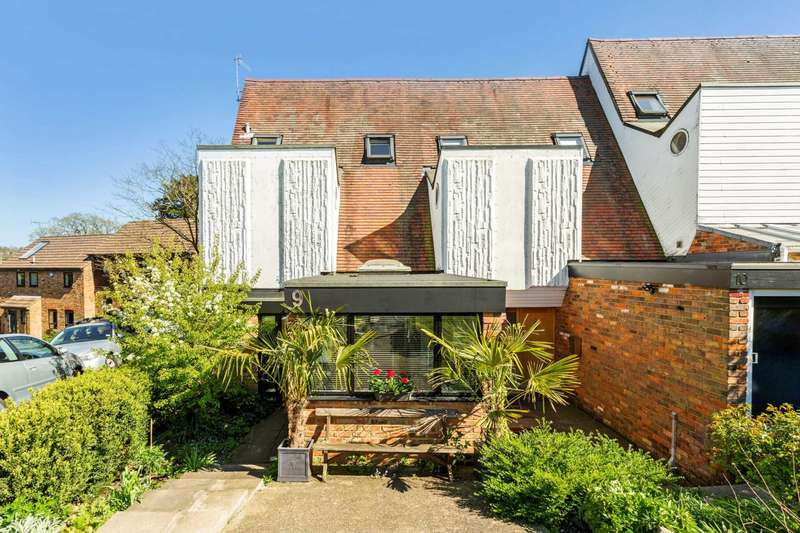3 Bedrooms End Of Terrace House for sale in Priory Gardens, Berkhamsted