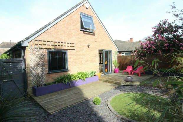 3 Bedrooms Detached House for sale in Yew Tree Drive, Sale