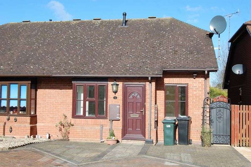 2 Bedrooms Bungalow for sale in A Lovely Retirement Bungalow