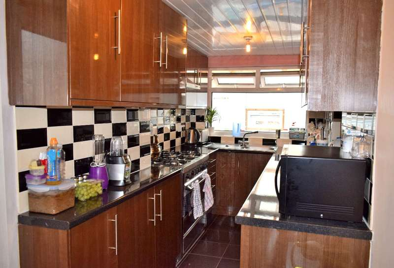 3 Bedrooms Semi Detached House for sale in Church Lane, West Bromwich