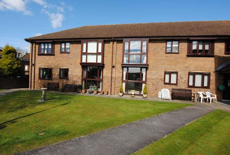 2 Bedrooms Flat for sale in The Cloisters, London Road, Amesbury, Salisbury SP4