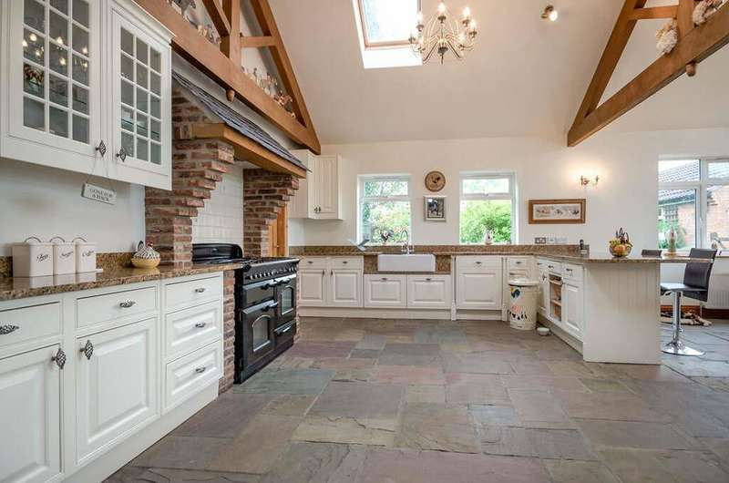 4 Bedrooms Semi Detached House for sale in Beechwood House, High Moor Lane, Shipton By Beningbro