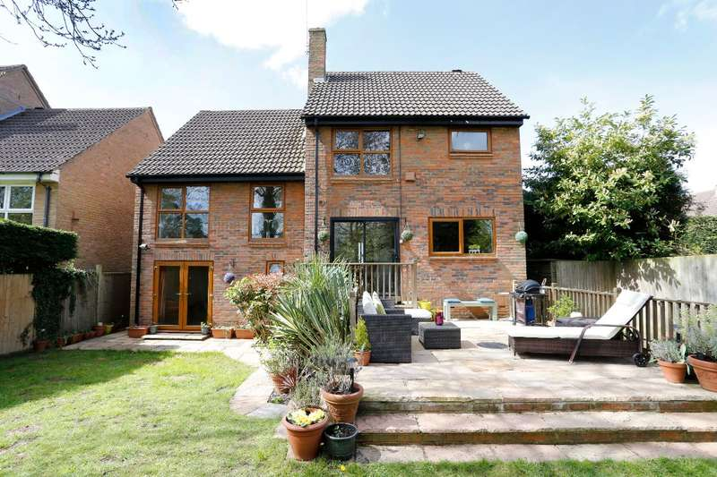 4 Bedrooms Detached House for sale in Horseguards Drive, Maidenhead, Berkshire