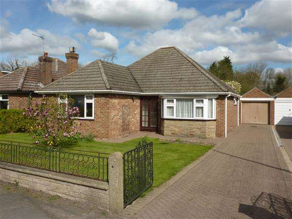 3 Bedrooms Detached Bungalow for sale in STATION ROAD, STALLINGBOROUGH, GRIMSBY