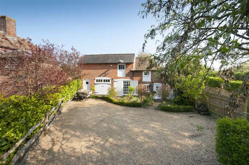 3 Bedrooms Detached House for sale in The Coach House, Pluckley Road, Charing