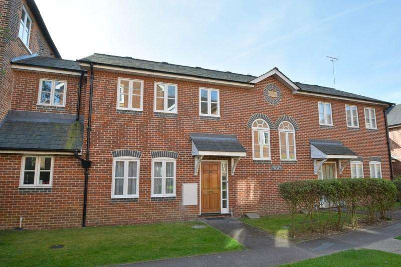 3 Bedrooms Terraced House for sale in Vestry Close, Andover