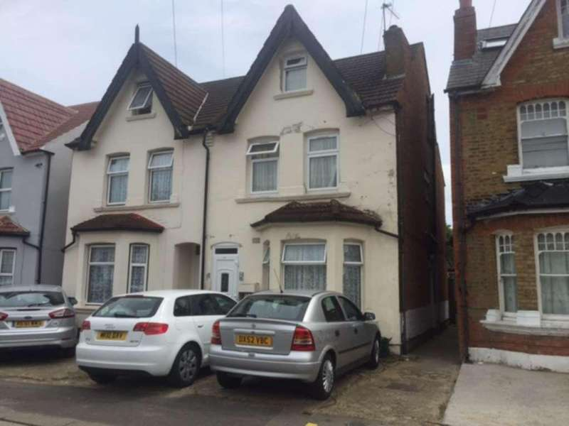 3 Bedrooms Maisonette Flat for sale in Southall
