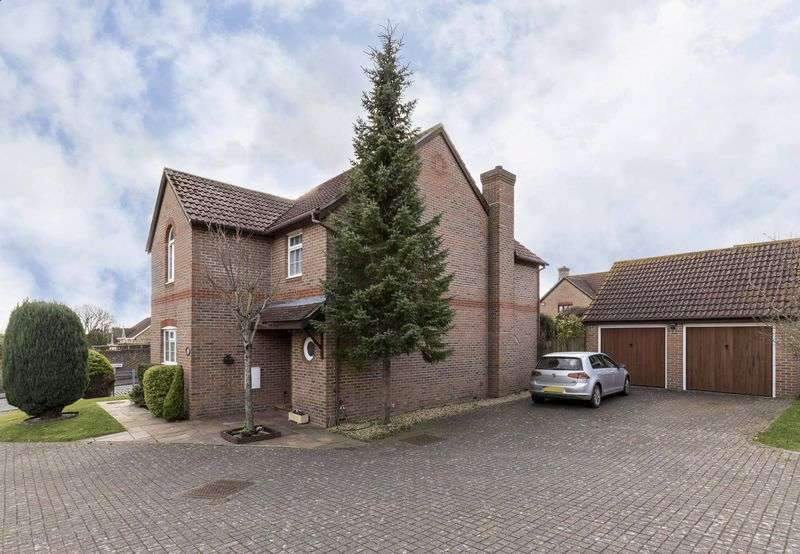 4 Bedrooms Detached House for sale in Orkney Road, Cosham Heights