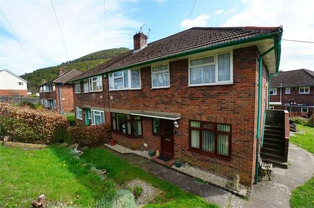 2 Bedrooms Flat for sale in Abercarn Fach, Cwmcarn, NEWPORT, Caerphilly
