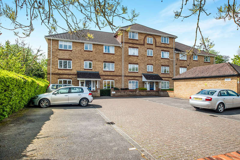 2 Bedrooms Flat for sale in Swan Mead, Nash Mills, Hemel Hempstead, HP3
