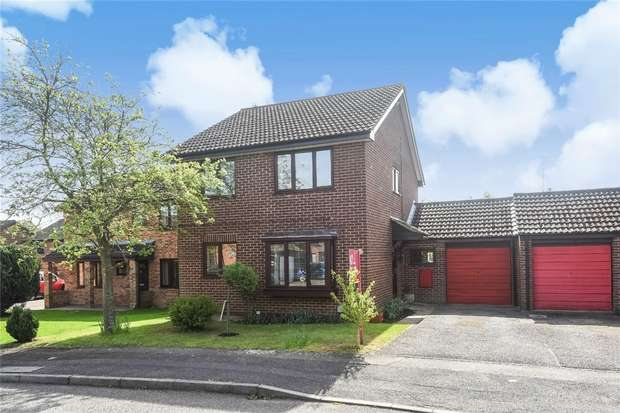 4 Bedrooms Link Detached House for sale in Minden Close, WOKINGHAM, Berkshire