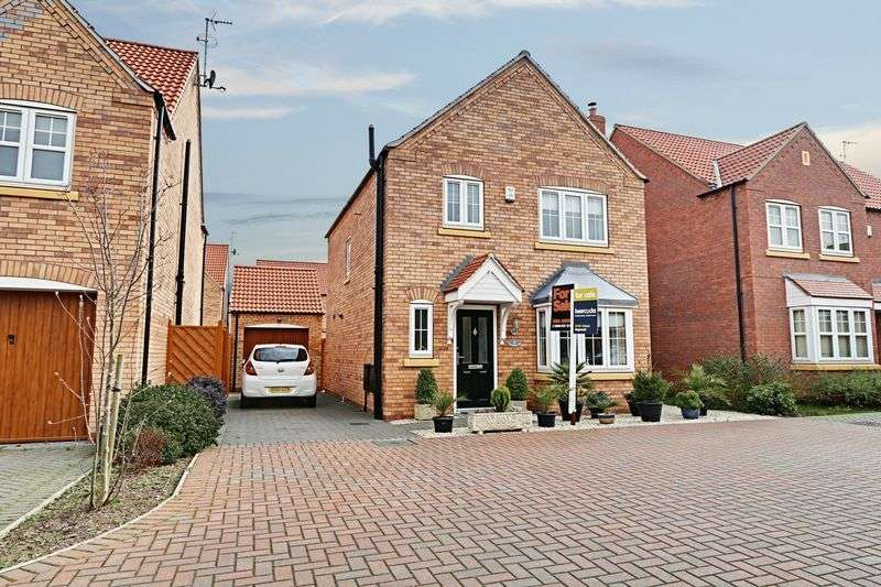 3 Bedrooms Detached House for sale in New Forest Way, Kingswood