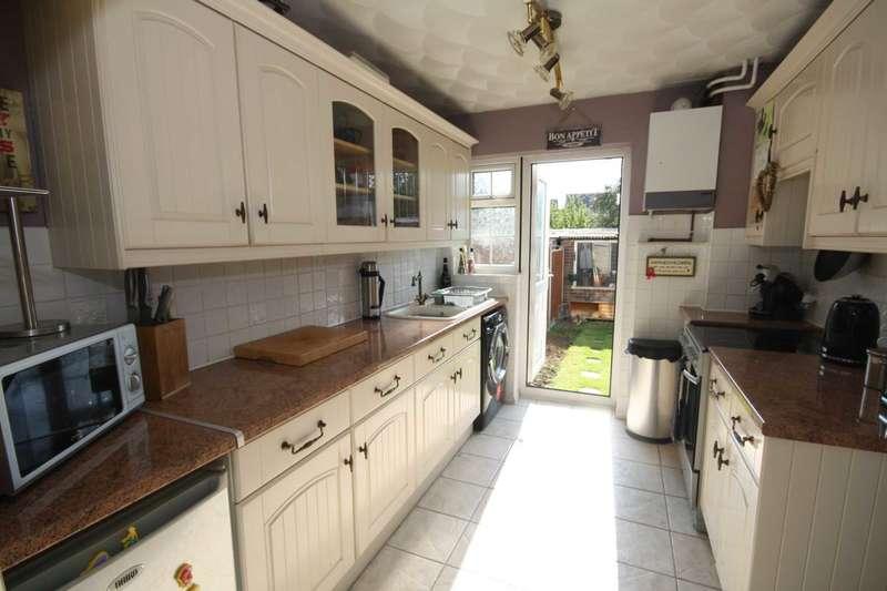 3 Bedrooms Terraced House for sale in Passingham Avenue, Billericay, CM11 2TD