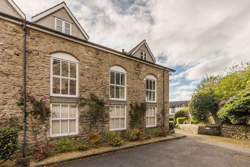 2 Bedrooms Flat for sale in 11 High Fellside, Kendal, Cumbria, LA9 4JG
