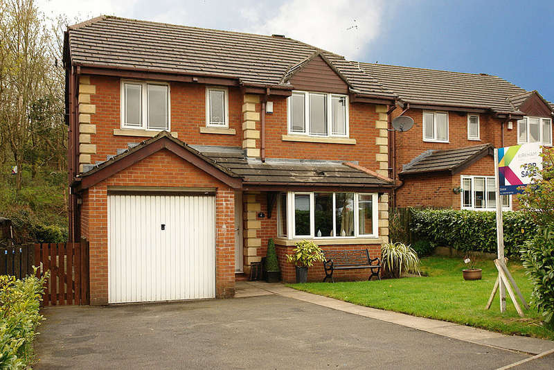 4 Bedrooms Detached House for sale in 4 Lower Fields Rise, Shaw, Oldham