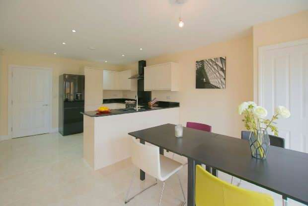 3 Bedrooms End Of Terrace House for sale in Junction Road , Kingsley, Northampton.