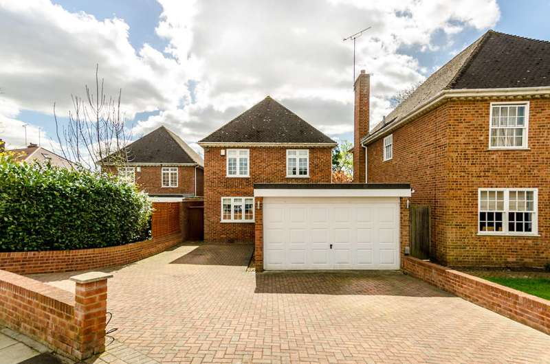 4 Bedrooms Detached House for sale in Farnaby Road, Shortlands, BR2