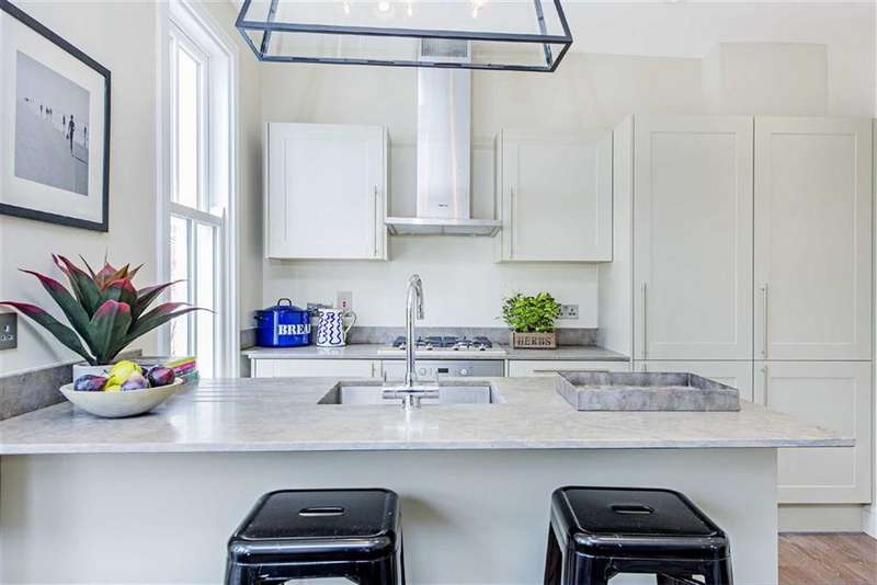2 Bedrooms Flat for sale in Bronsart Road, London