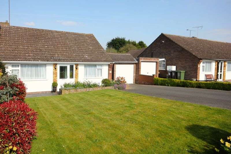 3 Bedrooms Semi Detached Bungalow for sale in Cheverells Close, Markyate