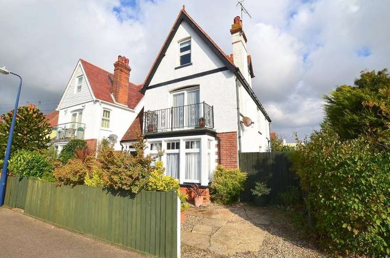 4 Bedrooms Detached House for sale in Arwela Road, Felixstowe