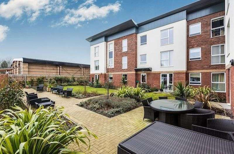 1 Bedroom Flat for sale in Henshaw Court: ** GROUND FLOOR- BEAUTIFUL VIEWS**