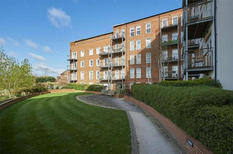 2 Bedrooms Flat for sale in Soar House, St Marys Road, Market Harborough, Leicestershire
