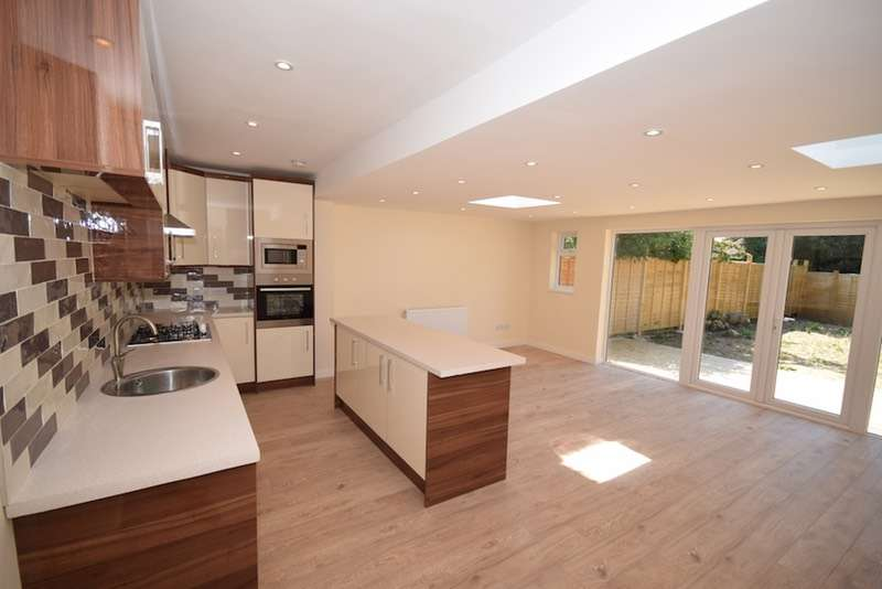 3 Bedrooms Semi Detached House for sale in Maxwell Gardens, Orpington, Kent, BR6