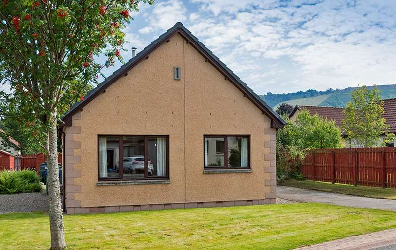 2 Bedrooms Detached House for sale in Enrick Crescent, Drumnadrochit, Inverness-shire, IV63