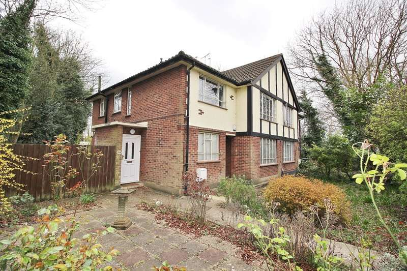 2 Bedrooms Maisonette Flat for sale in Queens Road, Buckhurst Hill, Essex, IG9
