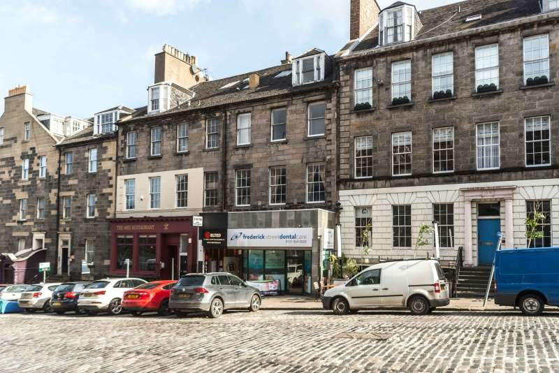 2 Bedrooms Flat for sale in Thistle Street Lane North West, Edinburgh, EH2 1EA