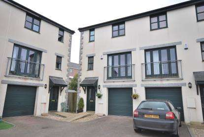 2 Bedrooms Semi Detached House for sale in Wesley Street, Redruth, Cornwall