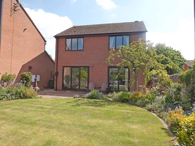 4 Bedrooms Detached House for sale in Cherry Close, Offenham