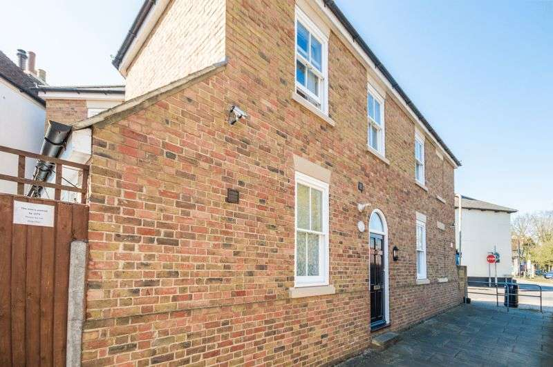 4 Bedrooms Semi Detached House for sale in Canterbury