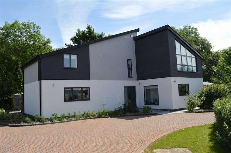 5 Bedrooms Detached House for sale in River Court, Bridgend