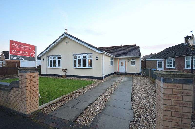 3 Bedrooms Detached Bungalow for sale in Buckingham Avenue, Widnes