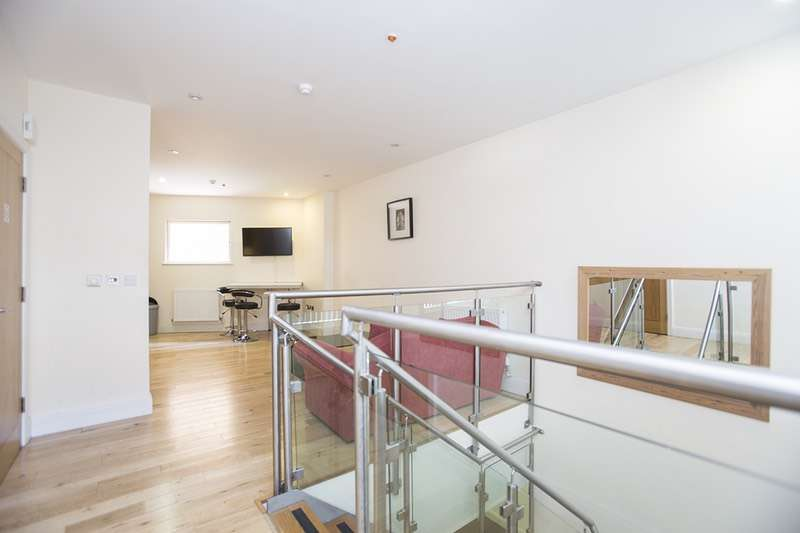2 Bedrooms Flat for sale in Murray Street, Camden, London, NW1