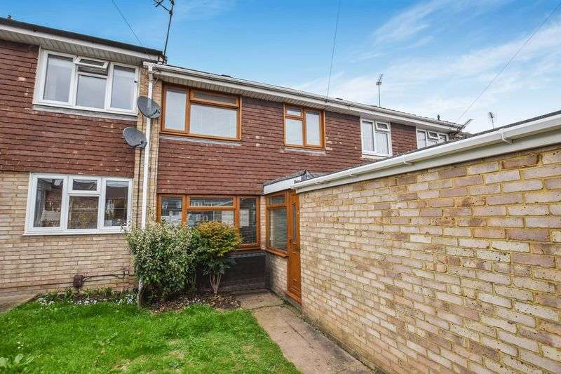 3 Bedrooms Semi Detached House for sale in Tomkins Close, Stanford-Le-Hope