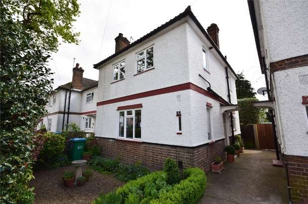 3 Bedrooms Semi Detached House for sale in Turner Avenue, Twickenham