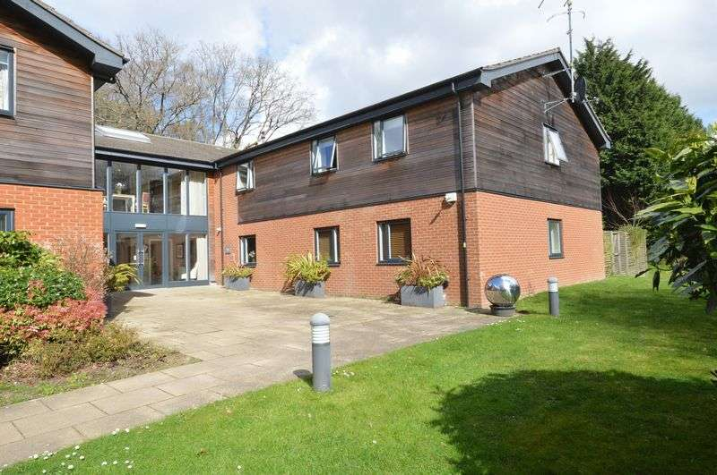 2 Bedrooms Flat for sale in howard place, haslemere