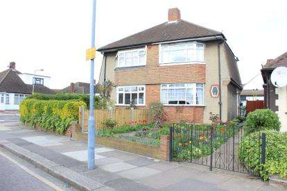 2 Bedrooms Semi Detached House for sale in Barkingside, Ilford