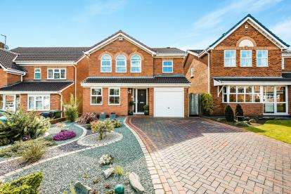 4 Bedrooms Detached House for sale in St. Catharines Close, Walsall, West Midlands