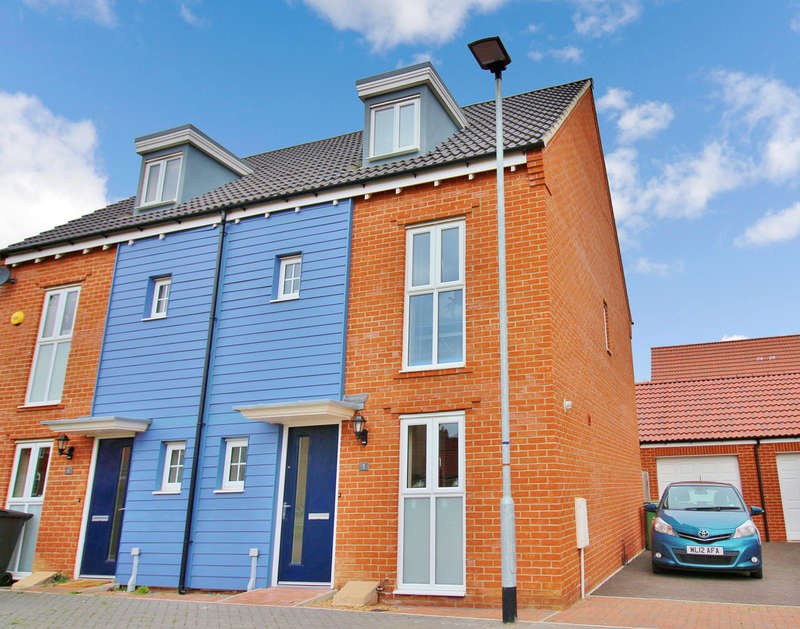 3 Bedrooms Semi Detached House for sale in Knappers Way, Norwich