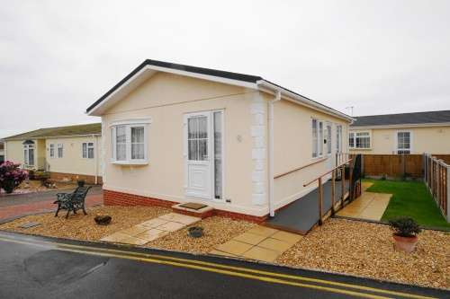 2 Bedrooms Bungalow for sale in a Cerne Villa Park, Weymouth