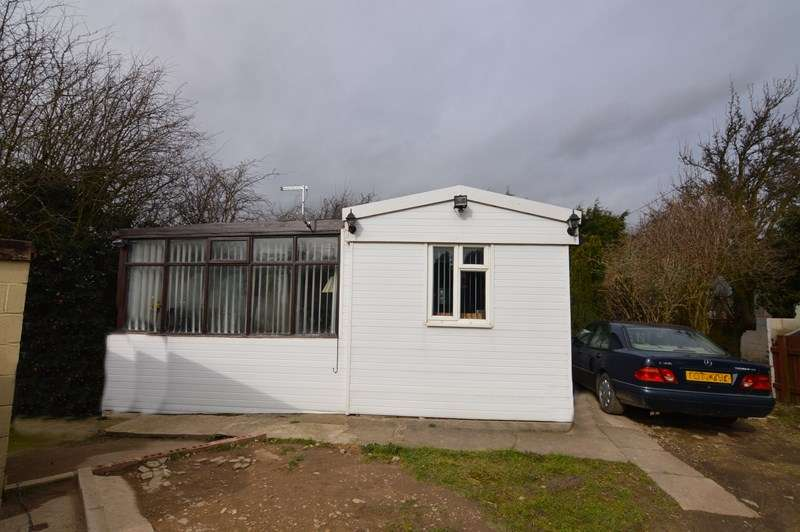 2 Bedrooms Detached Bungalow for sale in Grove Hall, Knottingley