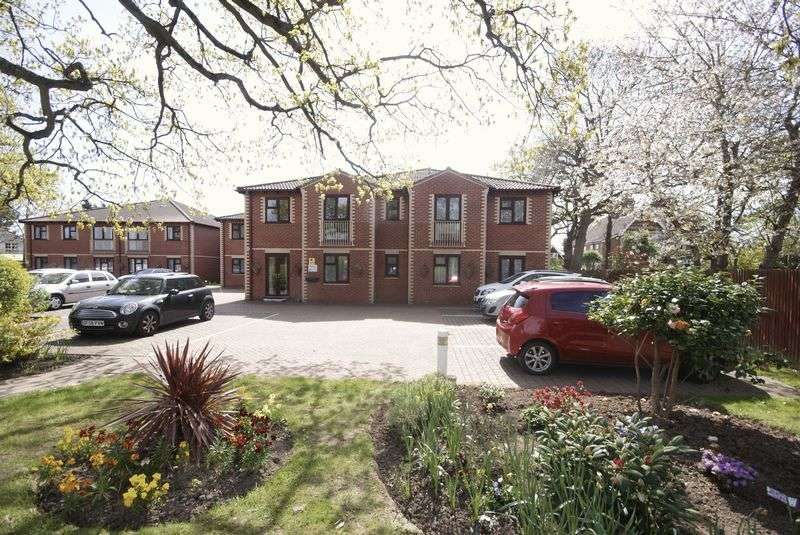 2 Bedrooms Flat for sale in Gosport Road, Fareham