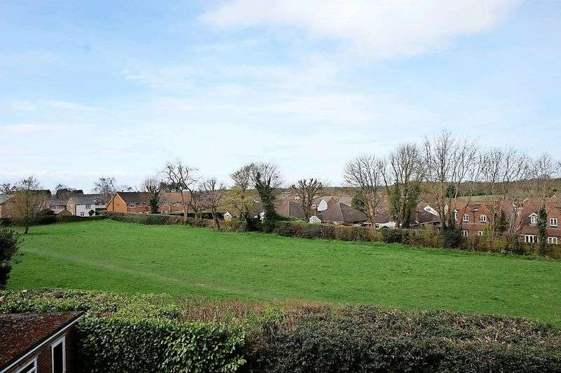 5 Bedrooms Property for sale in Hoppers Way, Great Kingshill