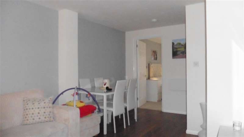 2 Bedrooms Apartment Flat for sale in Fenman Gardens, Goodmayes, Ilford, Essex